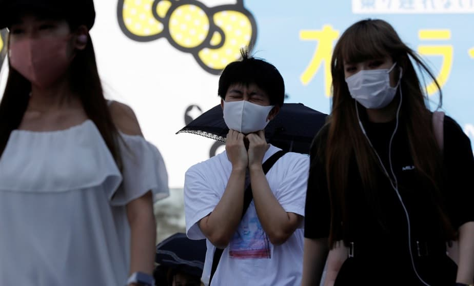 Gobernador japonés recomienda gárgaras con povidona yodada contra la COVID-19 / foto REUTERS/Kim Kyung-Hoon