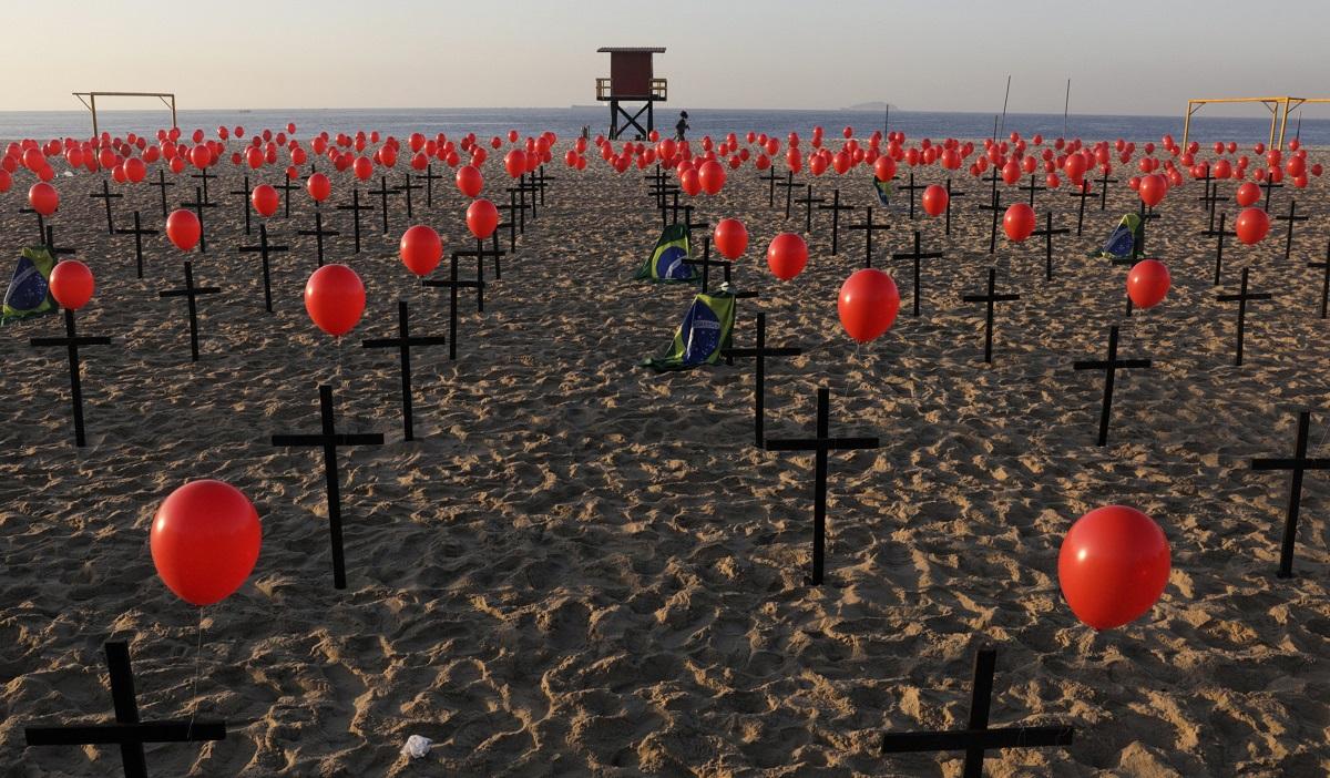 La COVID-19 no quiere irse, son más de 19,6 millones de contagiados / Foto  REUTERS / Ricardo Moraes