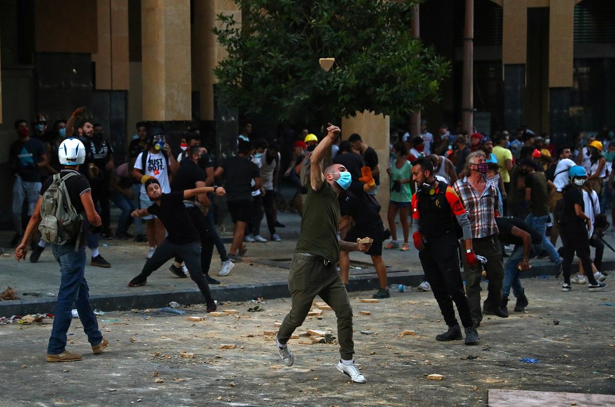 Tensión en Beirut, libaneses arremeten contra cuatro ministerios / foto REUTERS / Hannah McKay