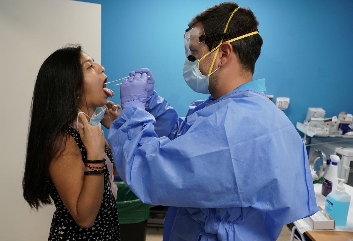 El continuo aumento de casos por contagio de coronavirus ubican a España entre los países con más casos de Europa / Foto REUTERS/Juan Medina