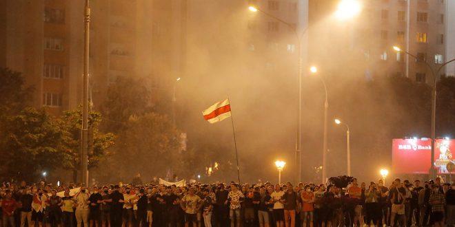Lukashenko proclama victoria electoral y arden las calles de Bielorrusia