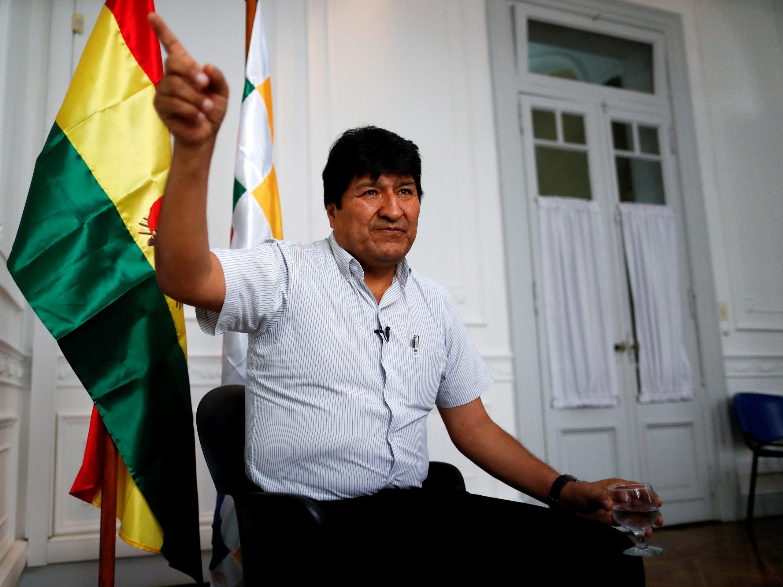 El expresidente de Bolivia, Evo Morales, hace gestos durante una entrevista con Reuters en Buenos Aires, Argentina, el 2 de marzo de 2020. Reuters / Agustín Marcarian / foto de archivo