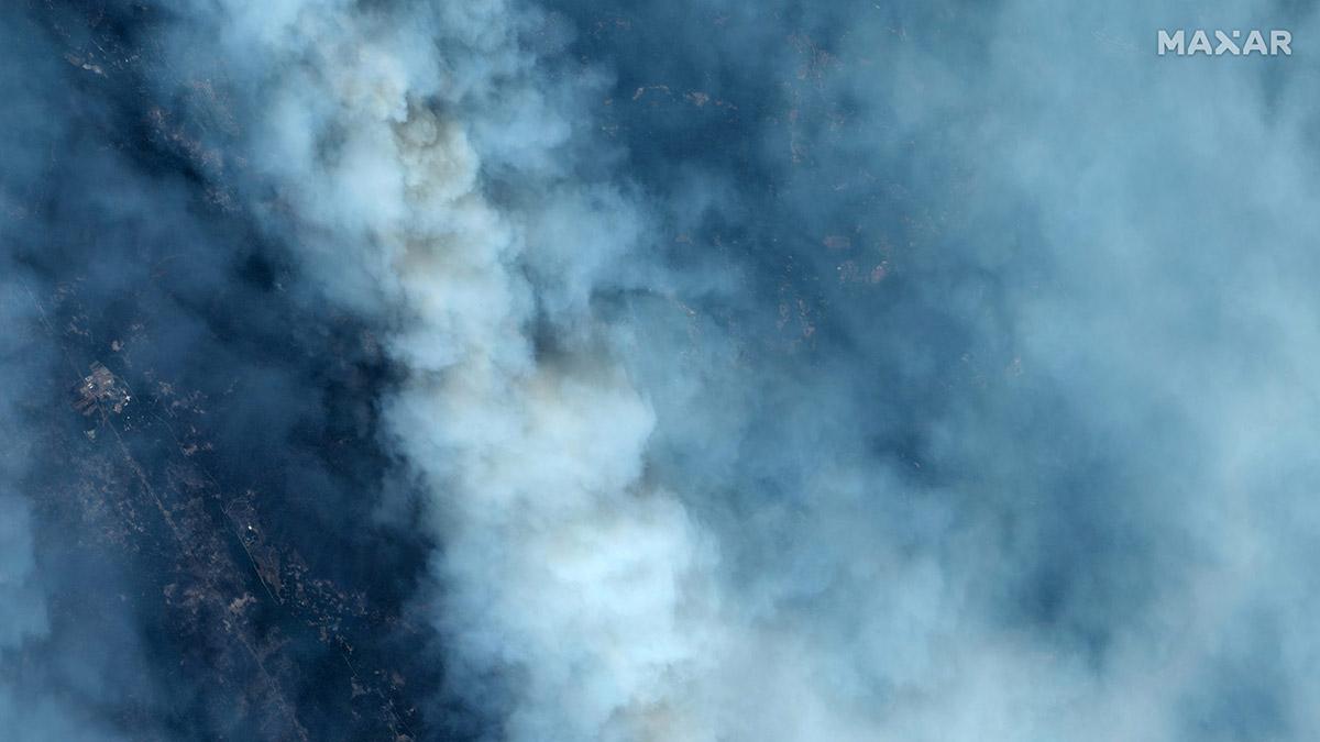 El humo cubre el paisaje en esta imagen satelital del incendio forestal CZU Lightning Complex sobre Santa Cruz, California, EE. UU., 21 de agosto de 2020. Fotografía tomada el 21 de agosto de 2020. Maxar Technologies / Handout via REUTERS
