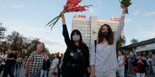 Mujeres bielorrusas desafían el poderío de Lukashenko