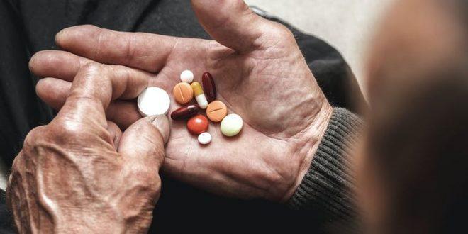 ¿Qué consecuencias tiene el exceso del consumo de fármacos en los mayores?