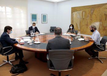 El presidente del Gobierno español, Pedro Sánchez, preside la reunión con el Comité del coronavirus / Foto Palacio de la Moncloa vía REUTERS
