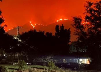El fuego de Bobcat se acerca a las comunidades