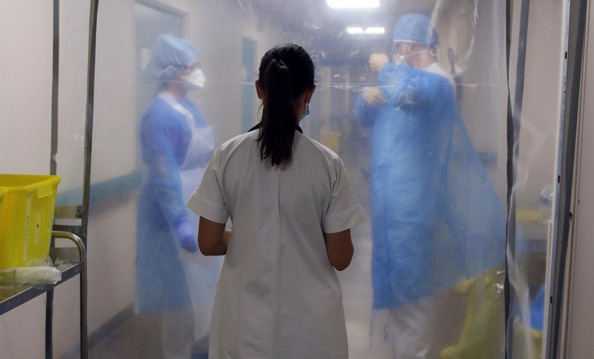 Han pasado más de seis meses y el personal de salud no es suficiente para la cantidad de contagiados por el coronavirus en España / Foto REUTERS / Eric Gaillard