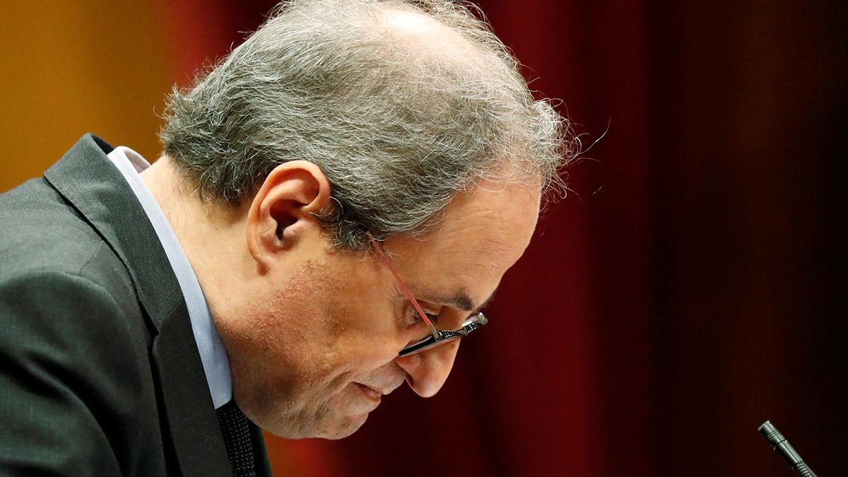 Quim Torra hace un gesto durante una sesión en el Parlamento de Cataluña un día antes de que el Tribunal Supremo vea el recurso que presentó contra su inhabilitación por el caso de la pancarta, en Barcelona, 16 de septiembre de 2020. REUTERS / Nacho Doce
