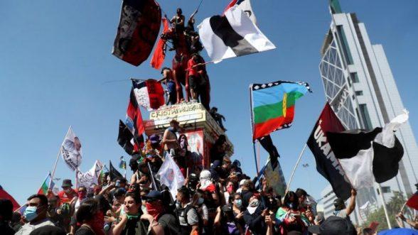 El inicio de las protestas fue pacífico, los disturbios se dieron al caer la tarde / REUTERS