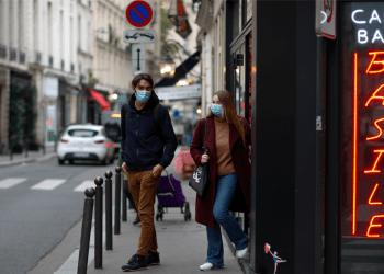 La juventud francesa, principal grupo social impactado por el próximo toque de queda