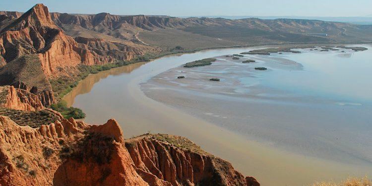 El río Tajo retenido en el embalse de Castrejón / Elvira S. Uzábal/Wikipedia Imágenes
