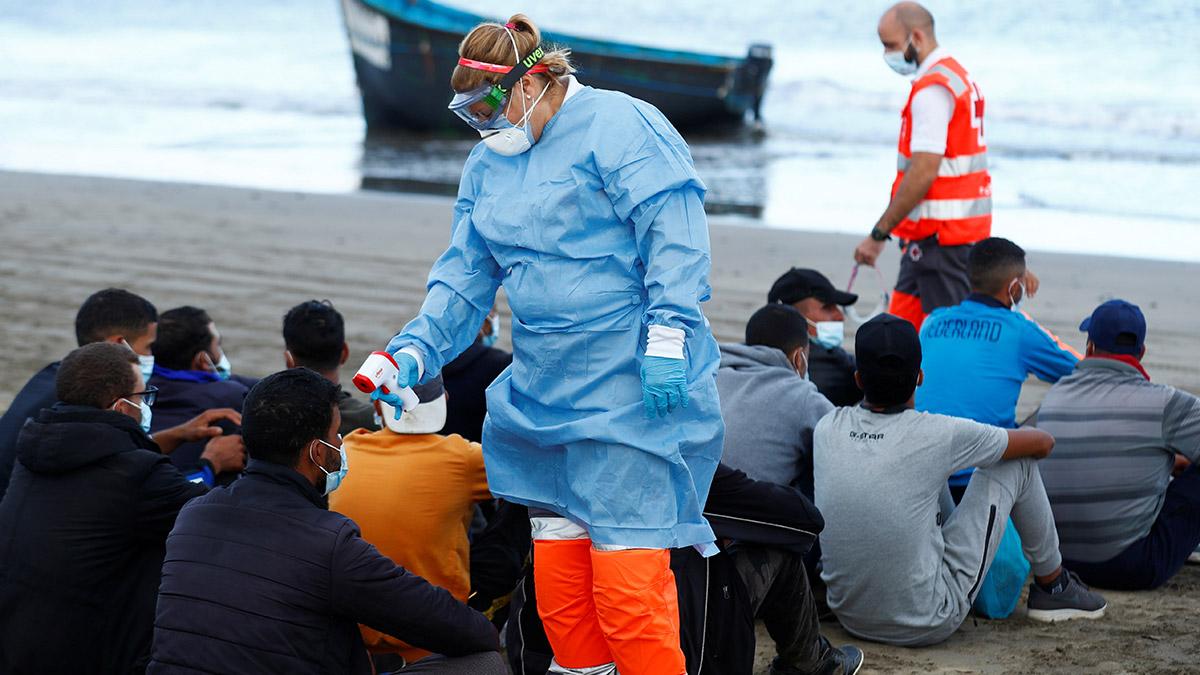 En Canarias acogen a migrantes que llegan en pateras en hoteles turísticos