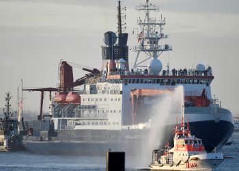 """El """"Polarstern"""" regresa a Alemania tras su expedición de un año en el ártico / REUTERS"""