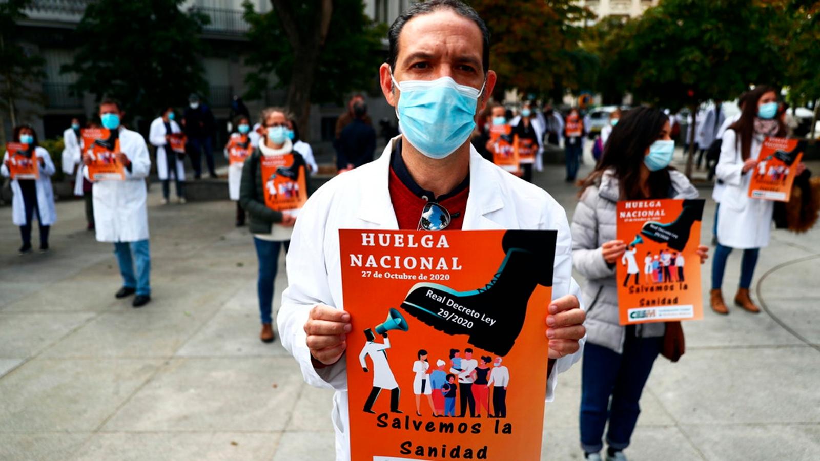 Los médicos en España van a huelga, después de 25 años, por condiciones de la Sanidad y un decreto que atenta contra su labor / REUTERS