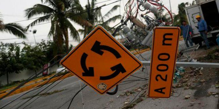 Daños por huracanes. Imagen con los destrozos dejados por el Delta a su paso por Cancún, México. 7 octubre 2020. REUTERS/Henry Romero