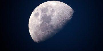 Encontrar agua en la Luna supone un gran avance para las futuras misiones que viajen al satélite / Imagen de Ponciano en Pixabay