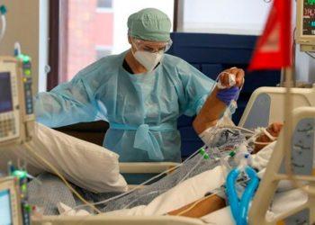 Durante la primera ola de la COVID-19 los servicios sanitarios colapsaron / REUTERS