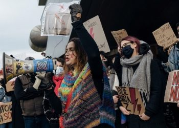 En plena pandemia las protestas han sido multitudinarias y diarias en toda la nación. Exigen que la corte revierta la decisión y la liberalización de la ley del aborto | REUTERS