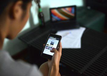 Revisión de noticias / Imagen de Mote Oo Education en Pixabay