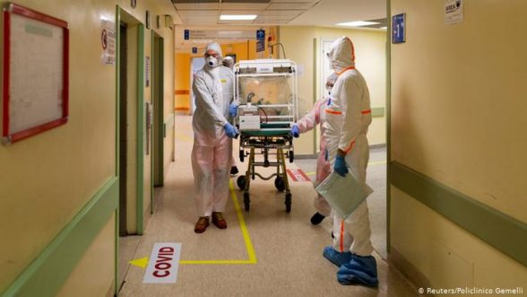 Las UCI de varios hospitales en países de Europa están llegado casi a su límite / REUTERS