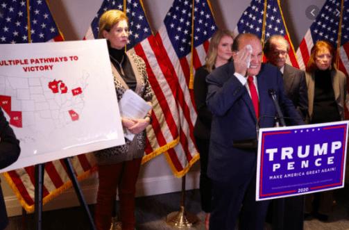 Conferencia de prensa del equipo de abogados del presidente Donald Trump donde presentaron evidencias de fraude electoral / REUTERS