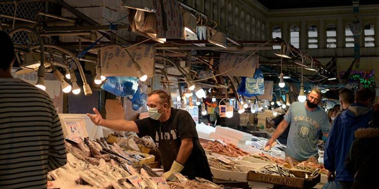 Bruselas podría reducir un 15% el esfuerzo pesquero español