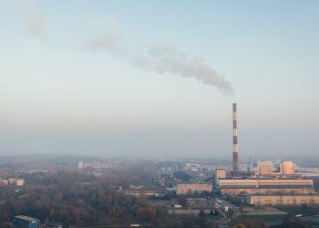 Personalidades y científicos le piden a los gobiernos y empresas dar más. Su postura es que detener las emisiones no es suficiente / Imagen de marcinjozwiak en Pixabay
