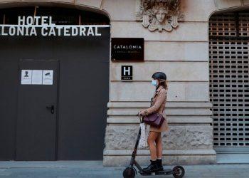 Aunque los casos de la COVID-19 en España siguen aumentando, se descarta aplicar confinamiento total / REUTERS