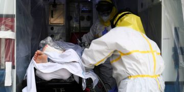 El Instituto Nacional de Estadísticas contabiliza más muertes por la COVID-19 de las que ha informando el Ministerio de Sanidad / REUTERS