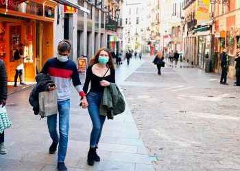 En Madrid levantan restricciones por la COVID-19 pero en otros países de Europa continúan las medidas para frenar el virus / REUTERS