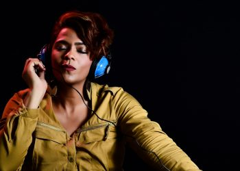 Un estudio analiza el efecto de placer que produce la música en el cerebro de las personas / Imagen de Omar Medina Films en Pixabay