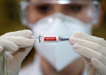 En España esperan iniciar el proceso de vacunación contra la COVID-19 en enero de 2021 / REUTERS