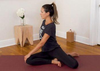 """Adriene Mishler inició """"Yoga with Adriene"""" sin saber que se convertiría en un espacio en el que llenaría de fuerza y enseñanzas a las personas en casa, mucho antes de la pandemia / Adriene Mishler"""