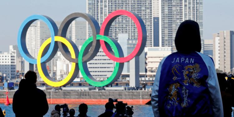 Reinstalación de anillos olímpicos en la zona ribereña del Parque Marino de Odaiba en Tokio