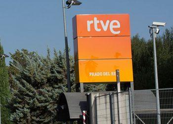 RTVE implementó una guía de igualdad de género, pero no opta por la neutralidad informativa / Wikipedia Imágenes