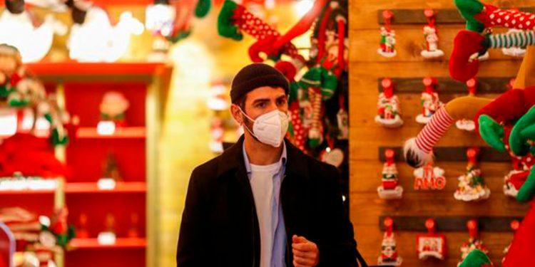 Sanidad no descarta imponer nuevas restricciones de cara a las fiestas de Navidad si los contagios de la COVID-19 siguen aumentando / REUTERS