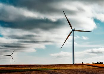 Investigadores estudian si el ruido de las turbinas eólicas afecta el sueño de quienes viven en zonas cercanas / Pixabay