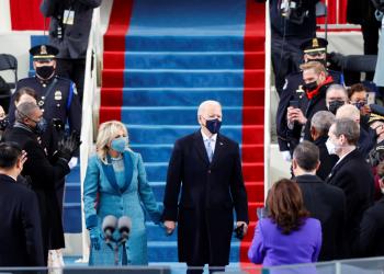El presidente electo Joe Biden y su esposa Jill Biden llegan para la toma de posesión de Joe Biden como el 46 ° presidente de los Estados Unidos en el frente occidental del Capitolio de los Estados Unidos en Washington, Estados Unidos, el 20 de enero de 2021. REUTERS / Jim Bourg