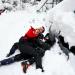 La gente juega en la nieve en el centro de Madrid, España, 9 de enero de 2021. REUTERS / Juan Medina