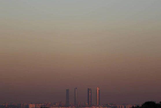 La boina de polución sobe el cielo de Madrid, vista el pasado 28 de diciembre. (Reuters)