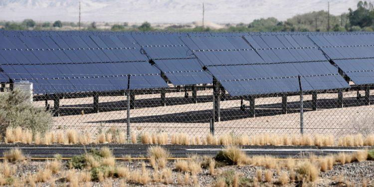 Foto de archivo de un parque fotovoltaico. Reuters