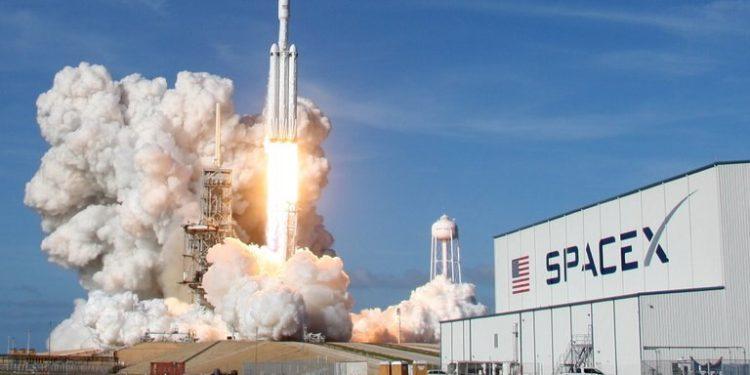 Un cohete Falcon Heavy despega desde Cabo Cañaveral (REUTERS/Thom Baur)