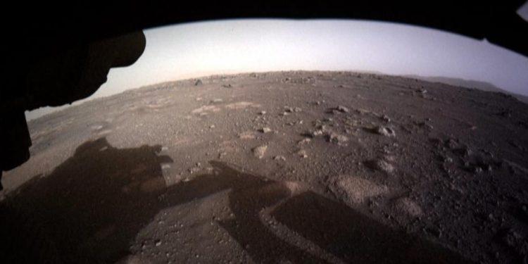 Difunden primeras imágenes del rover Perseverance en Marte. NASA