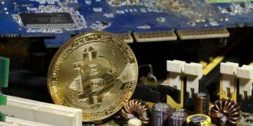 Miles de computadoras se dedican a la minería de bitcoins. Reuters