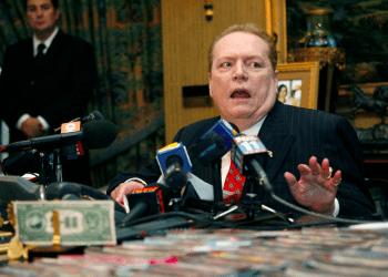 """Larry Flynt, director de Publicaciones de Larry Flynt, habla con los medios sobre el escándalo sexual de """"DC Madam"""" durante una conferencia de prensa en Beverly Hills. REUTERS"""