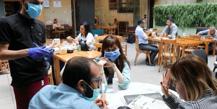 Debido a la pandemia se ha incrementado el comer fuera de casa. REUTERS