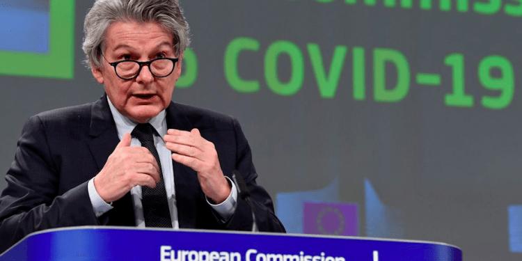 La Unión Europea rompe contrato con AstraZeneca y anuncia nuevo contrato con Pfizer. REUTERS