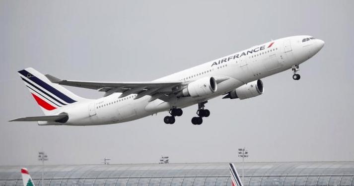 Un avión Airbus A330 de Air France cargado con aceite para freír despega en el aeropuerto Charles de Gaulle de París. REUTERS