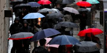 Una DANA interrumpirá el calor del verano y traerá bajas de temperatura en algunas zonas. REUTERS